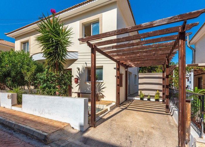 Semi Detached Villa For Sale  in  Argaka