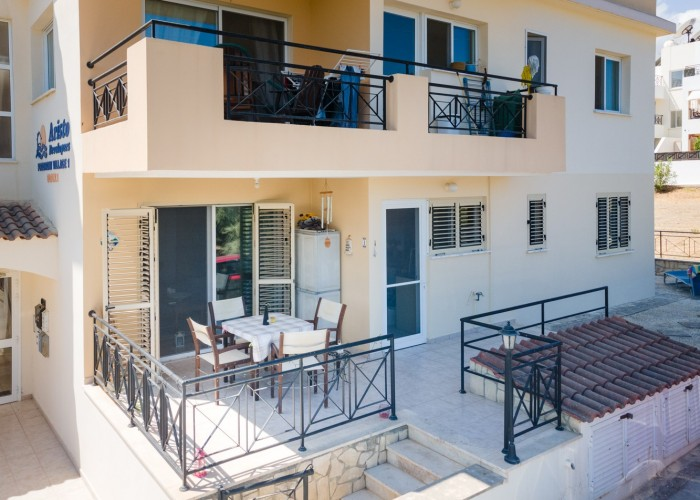 Ground Floor Apartment  For Sale  in  Polis
