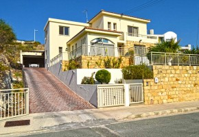 Detached Villa For Sale in Yeroskipou, Paphos - 2587