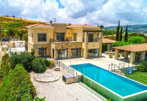 Detached Villa For Sale in Stroumbi, Paphos - 1579