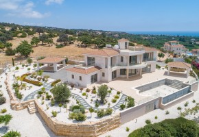 Detached Villa For Sale in Sea Caves, Paphos - 2616