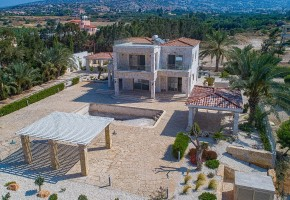Detached Villa For Sale in Peyia, Paphos - 2617
