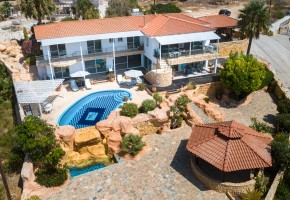 Detached Villa For Sale in Peyia, Paphos - 2633